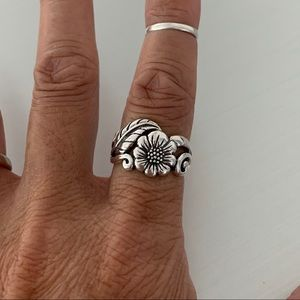 🌻🍃TOP SELLER🌻🍃 Silver Sunflower with Leaf Ring